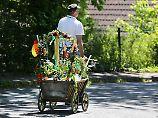 Wenig Feiertagsfreude im Dax: An Christi Himmelfahrt zieht es Gruppen junger Männer mit Bier und Bollerwagen ins Grüne.