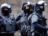 Festnahme nach Polizeieinsatz: Bewaffneter verschanzt sich in Kölner Kiosk