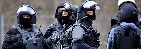 SEK tötet Schwerbewaffneten: Mann schießt mit Kriegswaffe auf Polizisten