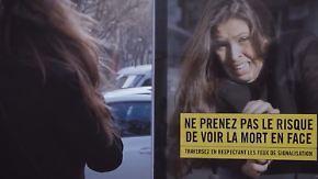 Nie mehr bei Rot über die Ampel: Videoleinwand erschreckt Fußgänger in Paris