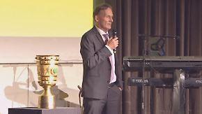 Freude sieht anders aus: Watzke gratuliert Tuchel zum Pokalsieg