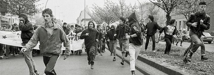 Demonstration am 1. Mai in Kreuzberg, Kottbusser Straße, 1992.