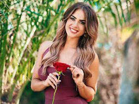 """Jessica Paszka war einst selbst Kandidatin bei """"Der Bachelor"""", jetzt darf sie die Rosen verteilen."""