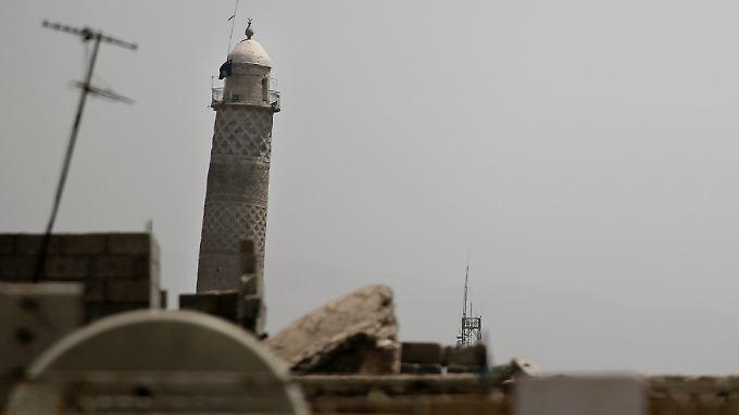 Die Schwarze Flagge des IS ist noch auf dem Minarett der großen Moschee in Mossuls Altstadt.