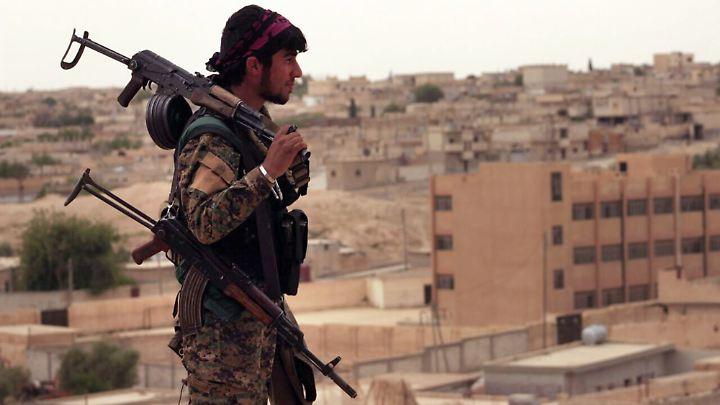 Die SDF-Truppen rechnen damit, dass sich noch 3000 bis 4000 Kämpfer in Rakka aufhalten.