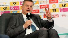 Reinhard Grindel droht Katar mit einem Boykott der Fußball-WM 2022.