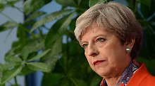 Besuch bei der Queen: May will neue Regierung bilden
