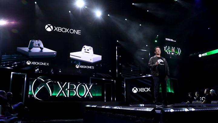 """Xbox-Chef Phil Spencer bewirbt die neue Xbox als """"leistungsfähigste Konsole der """"Welt""""."""