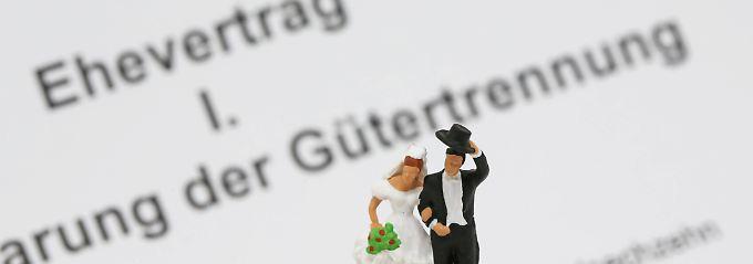 Nicht alles, was in einem Ehevertrag vereinbart wird, kann vor Gericht bestehen.