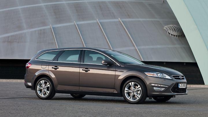 Mit Blick auf die Größe und das Ambiente reicht der Ford Mondeo durchaus an die Businessklasse heran.