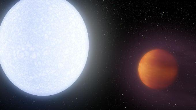 Keiner ist heißer: Planet KELT-9 b (rechts) wird von seinem Stern KELT-9 ordentlich auf Temperatur gebracht.