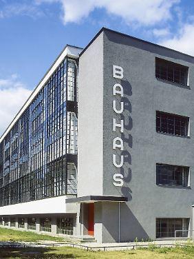 100.000 Besucher aus aller Welt kommen jedes Jahr nach Dessau, um das Bauhausensemble zu besichtigen.