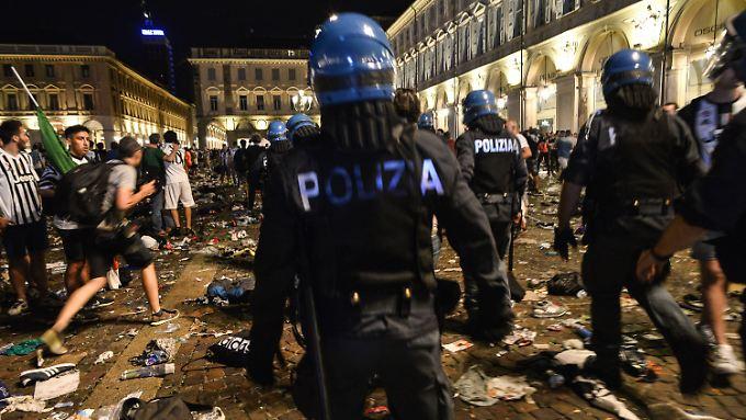 Chaos nach dem Public Viewing beim Champions-League-Finale in Turin: etwa 1500 Menschen werden verletzt. Eine Frau starb jetzt im Krankenhaus.