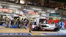 #2 Porsche kämpft sich Runde um Runde ins Rennen zurück.