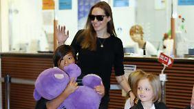 Promi-News des Tages: Nachbarn klagen über Angelina Jolies verzogene Kinder