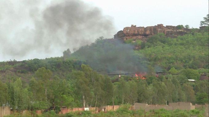 """In der Hotelanlage """"Le Campement Kangaba"""" in der malischen Hauptstadt Bamako ist es zu einer blutigen Geiselnahme gekommen."""