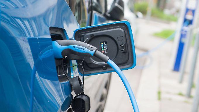 Die deutschen Autobauer hinken beim Thema Elektroautos hinterher. Chinas Quote macht nun Druck.