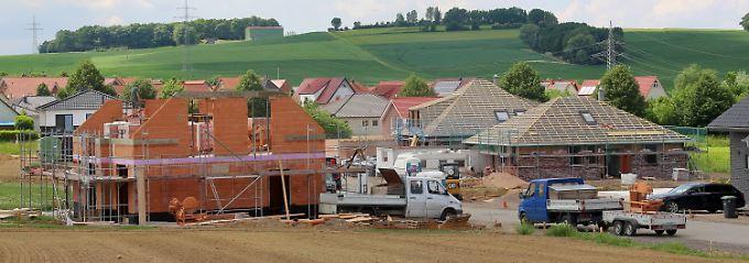 Viele Häuser werden in Deutschland in ländlichen Regionen gebaut, wo der Leerstand bereits hoch ist.