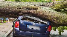 Zugausfälle und Tornado: Zwei Menschen sterben bei Unwettern