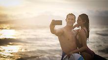 Der Sommer ist voller Gefahren: Nicht nur die Hitze bedroht Smartphones