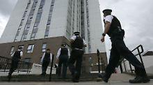 Ermittlungen offenbaren Skandal: 60 britische Hochhäuser sind Feuerfallen