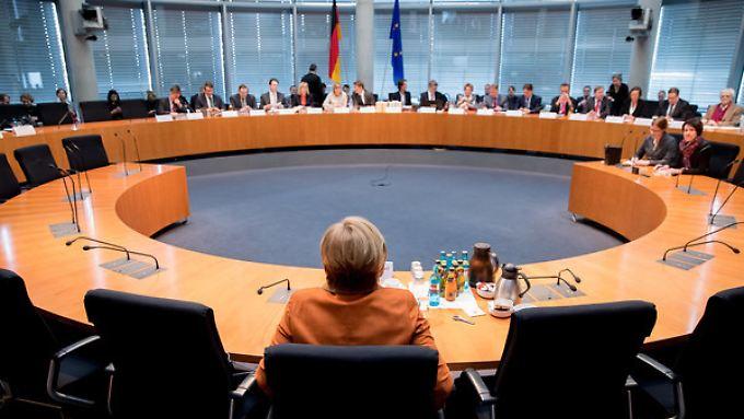 Neben weiteren hochrangigen Politikern sagte auch Kanzlerin Angela Merkel vor dem Untersuchungsausschuss aus.