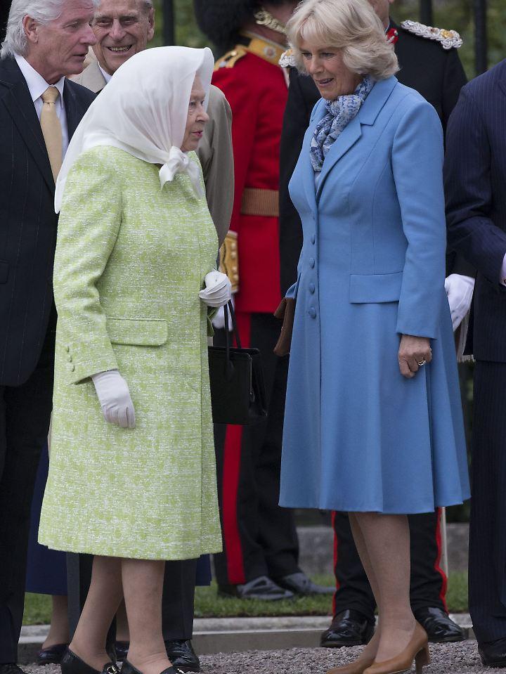 Mit der Queen versteht sich Camilla gut.