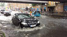 Überflutungen und Staus: Heftige Regenfälle treffen Berlin
