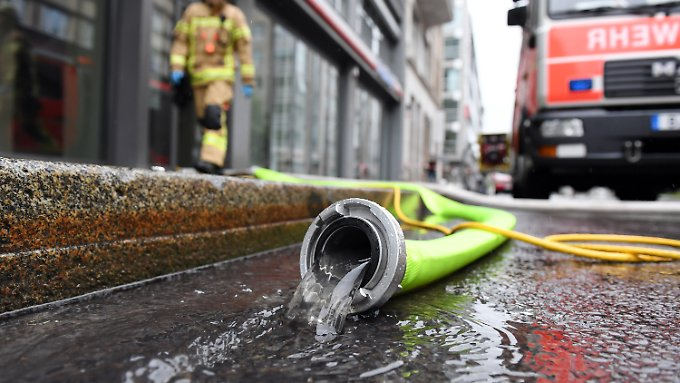 Vielerorts pumpt die Feuerwehr Keller aus.