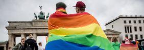 Antrag beim Verfassungsgericht: AfD darf nicht gegen Ehe für alle klagen