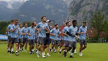 Die Mannschaft weilt zurzeit im Trainingslager - aber in München gehen die Planungen weiter.