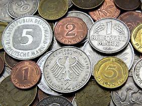 Viele Deutsche können sich nicht von dem alten Geld trennen.