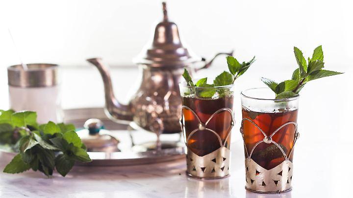 Auch an heißen Sommertagen sehr erfrischend: Tee aus Pfefferminze, Grüner Minze oder Marokkanischer Minze.