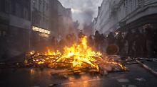 Brennende Barrikade im Schanzenviertel: Sehenden Auges ins Verderben?