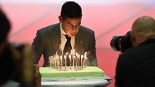 James feiert seinen 26. Geburtstag - das wohl größte Geschenk ist sein neuer Vertrag bei den Bayern.