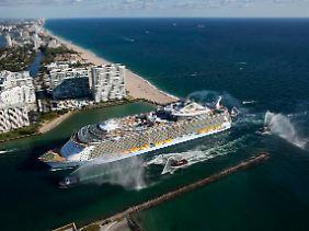 """Ankunft in Florida: Die """"Allure of the Seas"""" beginnt ihre Karibikreisen in Port Everglades bei Fort Lauderdale."""