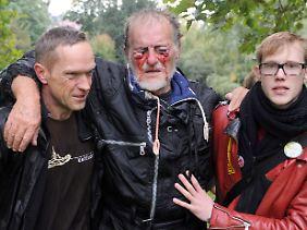 Das Bild dieses an den Augen verletzten Mannes sorgte für heftige Vorwürfe gegen die Polizei. (Archiv)