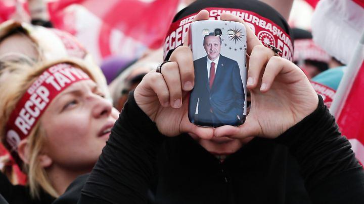 Der Präsident telefoniert mit: Erdogan findet neue Wege, seine politischen Botschaften zu verkünden.