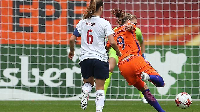 Die niederländische Starstürmerin Anne Miedema litt gegen Norwegen zwar noch unter Ladehemmung. Zum Oranje-Sieg reichte es dennoch.