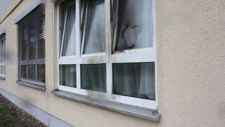 Zwei Brandsätze trafen am 1. Oktober 2016 Fenster der Flüchtlingsunterkunft in Jüterbog.