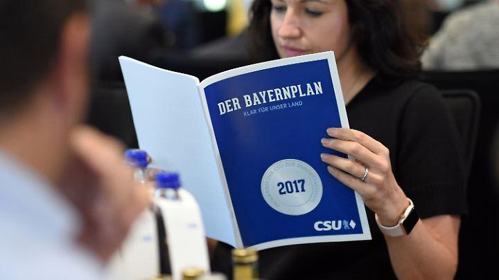 Die CSU zieht mit zwei Wahlprogrammen in die Bundestagswahl.