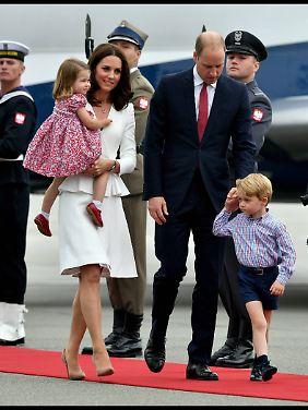 Die Nummer zwei der britischen Thronfolge samt Familie am Flughafen.