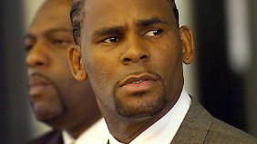 Sänger R. Kelly sieht sich mit neuen Vorwürfen konfrontiert.