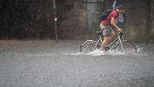 Feuerwehreinsätze im Minutentakt: Heftige Gewitter fluten Süden und Westen