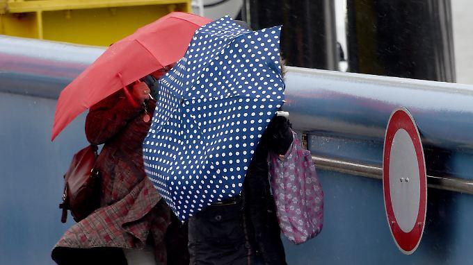 Der Regenschirm gehört kommende Woche vielerorts zur Pflichtausstattung.