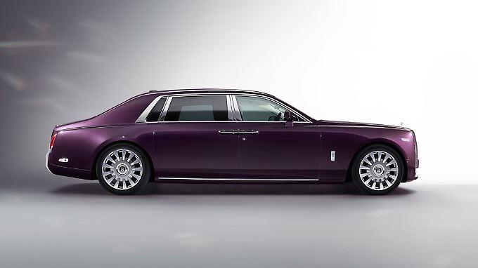 Spitzentechnologie zu Spitzenpreisen: die achte Generation des Rolls-Royce Phantom fährt vor.