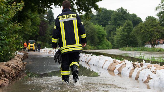 Ein Feuerwehrmann in Hildesheim.
