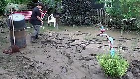 """""""Wir sind in einer Schlammwüste"""": Hochwasseropfer bleiben auf ihren Schäden sitzen"""