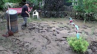 """""""Wir sind in einer Schlammwüste"""": Hochwasseropfer bleiben häufig auf Schäden sitzen"""