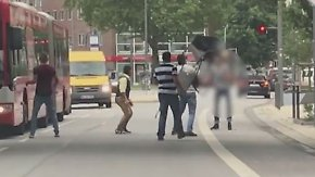 Ein Toter und Verletzte nach Messerattacke: Passanten bewerfen Täter in Hamburg mit Stühlen